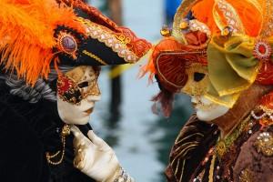 Venice_Carnival_-_Masked_Lovers